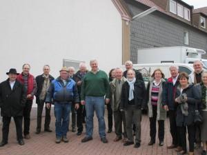 """Die Mitglieder der VDAJ-Landesgruppe """"Rhein-Weser"""" nach der Planwagenfahrt mit Alfred Schulte-Stade"""