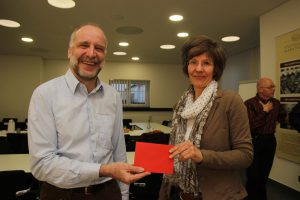 Gudurn Koeck bedankt sich Arno Steiner für viele Jahre Engagement im Vorstand.