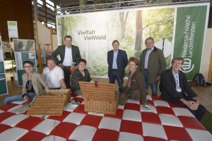 Die niedersächsischen Landesforsten luden zum Picknick im Grünen ein, was von den Agrarjournalisten dankend angenommen wurde